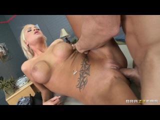 Чувак показал блондинки как нужно снимать порно фильмы